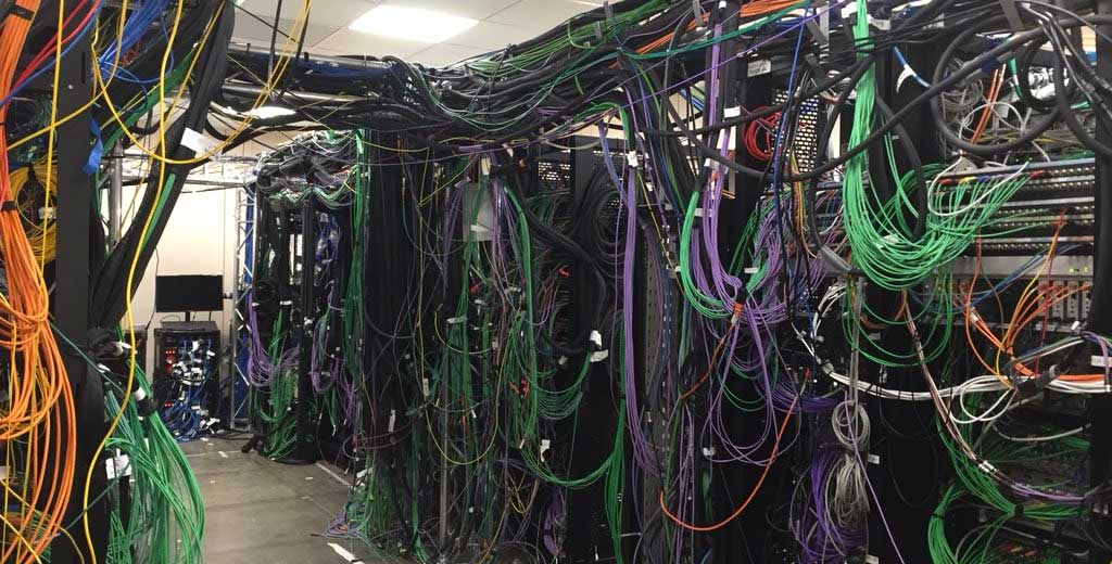 Organizing cables in data center